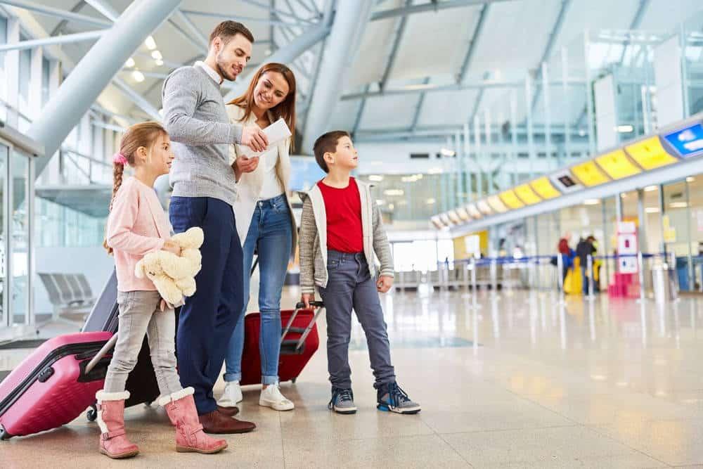 משפחה בשדה תעופה